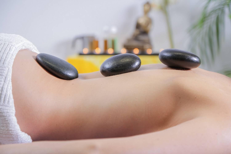 Co to jest masaż gorącymi kamieniami?